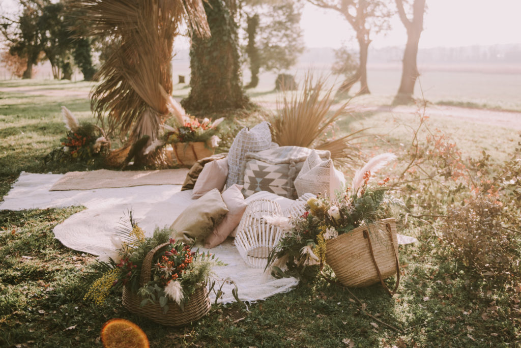 Editorial en medio de un bosque boda Masia Can Dansa - El taller de nice day - Sara Cuadrado